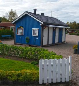 """""""Servicehuset"""" med toaletter, duschar och kranar för dricksvatten"""